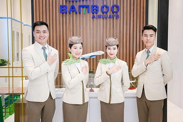 """""""Nằm tại vị trí đắc địa ở trung tâm Thủ đô, sở hữu không gian tiện nghi, đẳng cấp cùng đội ngũ nhân viên chuyên nghiệp, Phòng vé Bamboo Airways 30 Tràng Tiền được chúng tôi kỳ vọng sẽ thực sự trở thành """"Khoang Bamboo Business"""" của hãng dưới mặt đất, đáp ứng mọi nhu cầu về dịch vụ của khách hàng trong và ngoài nước"""", ông Bùi Quang Dũng, Phó Tổng giám đốc Hãng hàng không Bamboo Airways chia sẻ."""