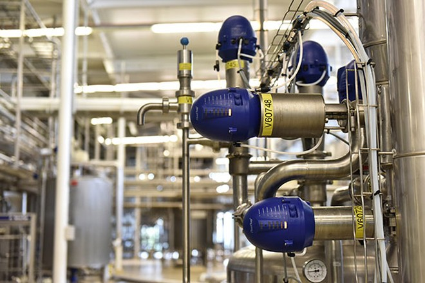 Việc sản xuất sữa organic Cô Gái Hà Lan tuân theo các quy tắc nghiêm ngặt ban hành trong bộ luật theo tiêu chuẩn EU (Liên minh châu Âu)