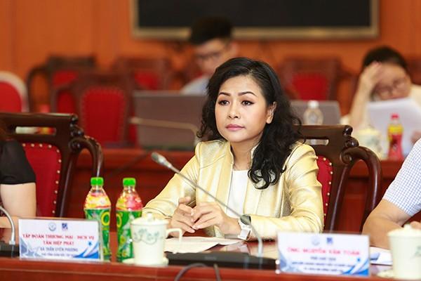 Bà Trần Uyên Phương, Phó TGĐ Tập đoàn Tân Hiệp Phát đại diện cho các doanh nghiệp nhận giải Vàng Chất lượng quốc gia tham dự họp báo.