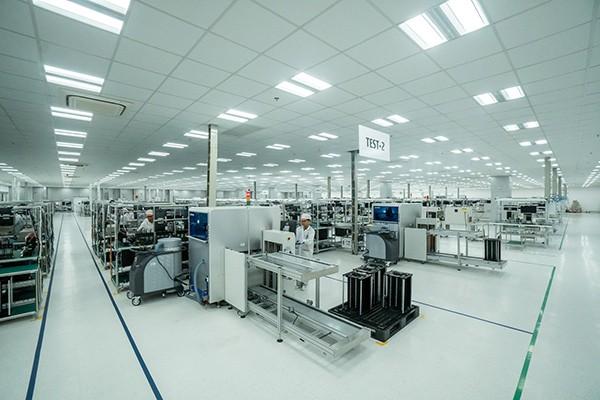 """Chiếc điện thoại 5G """"Made in Vietnam"""" của Vingroup sẽ được sản xuất hoàn toàn tại Khu công nghệ cao Hòa Lạc (Hà Nội) trong thời gian tới."""
