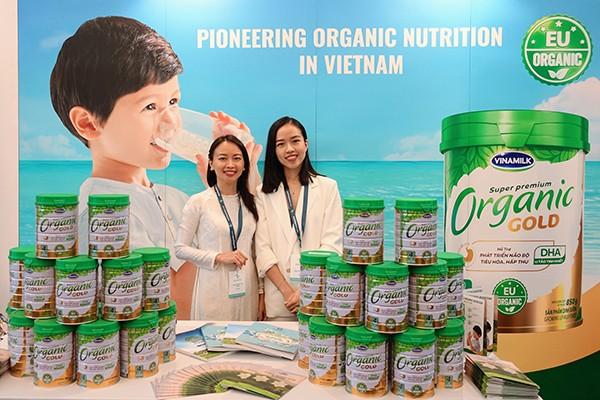 Tại hội nghị, Vinamilk đặc biệt giới thiệu Vinamilk Organic Gold - sản phẩm sữa bột cho trẻ đạt chuẩn Organic châu Âu đầu tiên được sản xuất tại Việt Nam