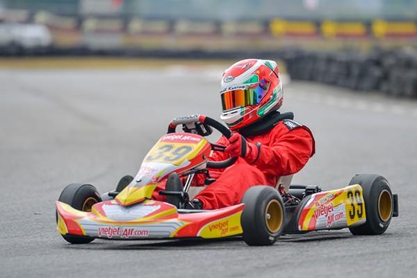 Doug Phạm trên đường đua Go Kart
