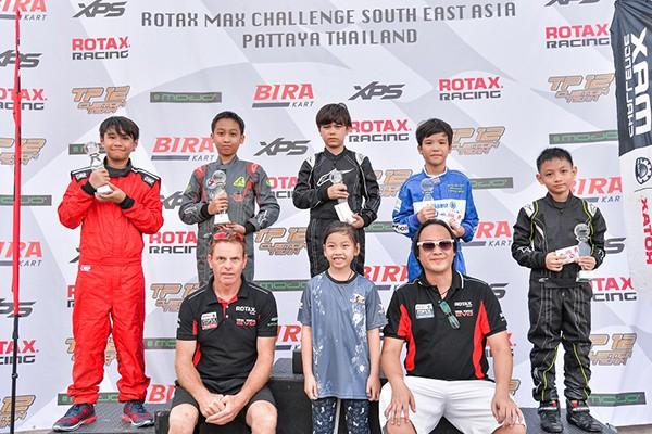 Doug Phạm (ngoài cùng bên trái) là tay đua tiềm năng của nhiều giải đua, trong đó có giải đua Go Kart Thái Lan sắp tới.