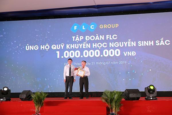 Tập đoàn FLC đã ủng hộ Quỹ khuyến học Nguyễn Sinh Sắc tỉnh Đồng Tháp 1 tỷ đồng trong khuôn khổ sự kiện
