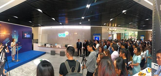 VIB đưa ra giải pháp công nghệ thẻ hàng đầu Smart Card lần đầu tiên tại Việt Nam