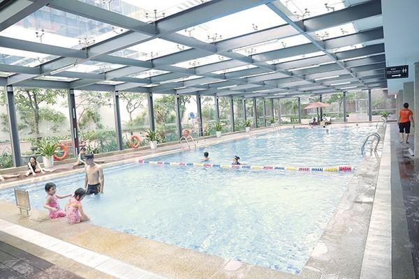 Các bể bơi Vinhomes được đầu tư xây dựng hiện đại, đạt tiêu chuẩn Resort và là điểm đến yêu thích của cư dân mỗi dịp hè về