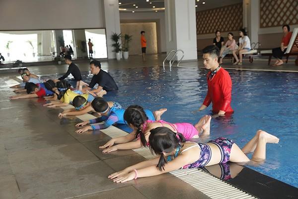 """Chương trình Cư dân nhí thông thái và các lớp học bơi đã trở thành """"món ăn tinh thần"""" không thể thiếu với các cư dân nhí Vinhomes mỗi dịp hè về"""