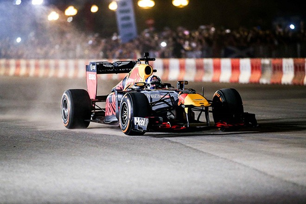 Tháng 4/2020, khán giả sẽ được tận mắt chứng kiến màn rượt đuổi hấp dẫn của những tay đua F1 ngay trên đường phố Hà Nội.