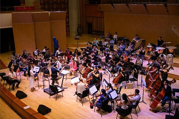 """Nhạc trưởng Olivier Ochanine: """"Đã đến thời điểm đưa dàn nhạc Mặt trời lên bản đồ âm nhạc quốc tế"""""""