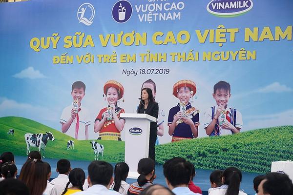 Bà Nguyễn Thị Hiền, Phó giám đốc Quỹ Bảo trợ trẻ em, Bộ Lao động - Thương binh và Xã hội, đánh giá rất cao tinh thần trách nhiệm vì cộng đồng của Công ty Vinamilk trong việc đồng hành với Quỹ Bảo trợ trẻ em Việt Nam triển khai chương trình.