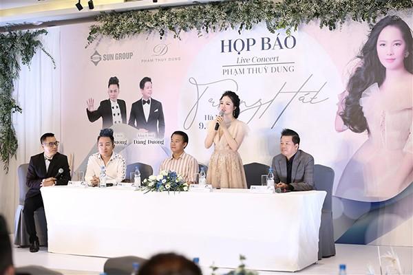 """Họp báo live-concert """"Trăng hát"""" của ca sỹ Phạm Thuỳ Dung"""