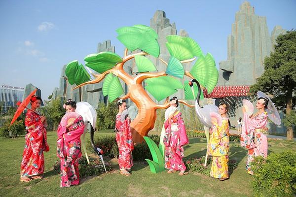 """""""Chạy ngay đi"""" đến gặp Sơn Tùng MTP tại vườn Nhật Vinhomes Smart City"""