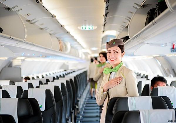 Máy bay của Bamboo Airways được lắp đặt, trang bị hệ thống giải trí không dây mang tên Bamboo Sky, cho phép hành khách truy cập vào thư viện giải trí sẵn có của Hãng bằng thiết bị cá nhân để thưởng thức hơn 100 bộ phim điện ảnh, phim truyền hình hay những trò chơi điện tử thú vị và nghe nhạc theo sở thích.
