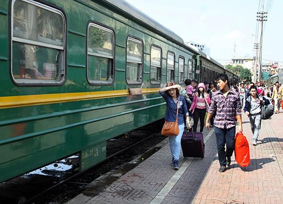 Dù lựa chọn ô tô hay tàu hỏa để di chuyển giữa Hà Nội và Vinh, hành khách vẫn phải tiêu tốn từ 6 – 8 tiếng đồng hồ