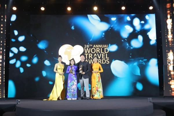 Đại diện Premier Village Phu Quoc Resort nhận giải WTA