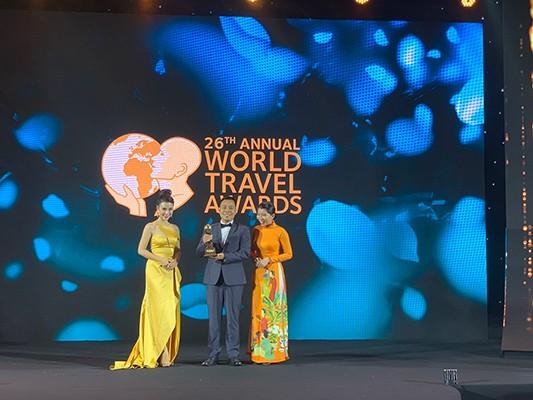 """Sun World Ba Na Hills đã nỗ lực trong suốt 10 năm qua để trở thành một biểu tượng du lịch của Đà Nẵng. Giải thưởng """"Công viên chủ đề hàng đầu Việt Nam 2019"""" là sự ghi nhận cho những cống hiến và nỗ lực không ngừng nghỉ của chúng tôi, đồng thời góp phần khẳng định vị thế tiên phong của Sun World Ba Na Hills trong ngành du lịch giải trí ở Việt Nam""""."""
