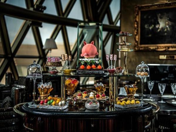Nếu bạn chưa từng nghĩ rằng món ăn cũng là nghệ thuật thị giác, một lần ghé thăm Robuchon au Dôme chắc hẳn sẽ thay đổi cách nhìn của bạn.