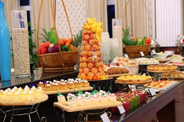 Khách hàng được thưởng thức các món ăn ngon, sạch, chất lượng tại Khu ẩm thực phòng chờ hạng Thương gia của Bamboo Airways.