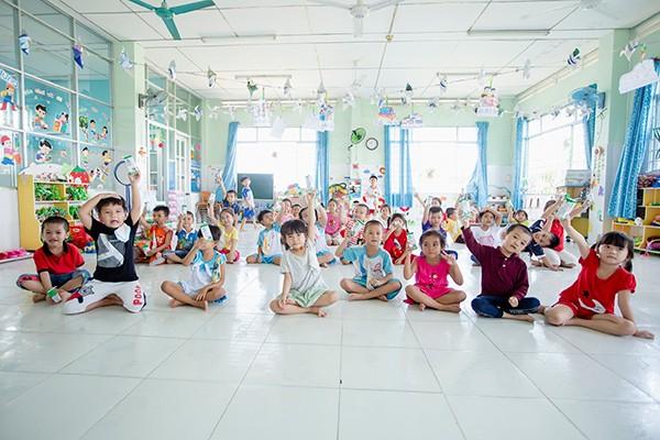 Từ tháng 11/2019, gần 70.000 học sinh mầm non và tiểu học công lập của tỉnh Vĩnh Long sẽ chính thức được thụ hưởng chương trình Sữa học đường.