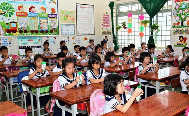TP.HCM chính thức triển khai chương trình Sữa học đường tại 10 quận, huyện ảnh 4