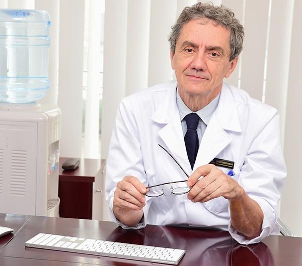 """GS Philippe Macaire, người đã khởi xướng khởi xướng mô hình mô hình """"bệnh viện không đau"""" áp dụng triệ"""