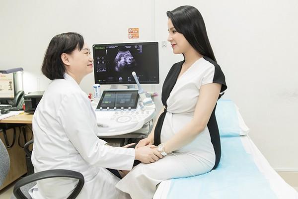 Nữ diễn viên Diệp Lâm Anh đã được các bác sĩ Vinmec chăm sóc suốt thời gian mang thai bé thứ 2 và đã sinh bé B.Boy mẹ tròn con vuông cuối tháng 10/2019