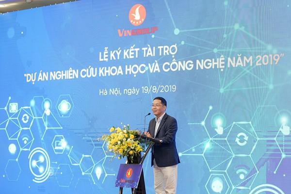 """TS Vũ Thành Tự Anh cho biết: """"Chưa chứng kiến thời gian tài trợ khoa học nào nhanh kỉ lục như VinIF đang làm"""""""