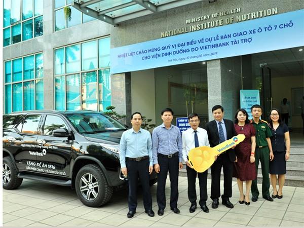 VietinBank trao tặng nhiều xe ô tô 7 chỗ để phục vụ cán bộ y tế theo đề án 1816