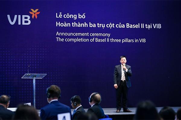 Ông Hà Hoàng Dũng – Giám đốc khối Quản trị rủi ro VIB trình bày về việc hoàn thành 3 trụ cột Basel II tại VIB.