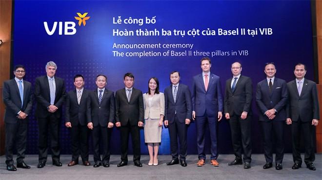 Lễ công bố hoàn thành ba trụ cột của Basel II của VIB. Ông Hà Hoàng Dũng, GĐ khối quản trị rủi ro VIB là người thứ 3 từ trái sang.