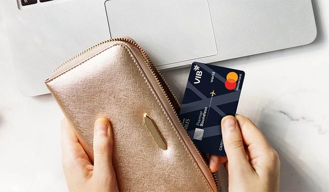 Lần đầu tiên, khách hàng có thể mua trả góp 0% lãi suất vé máy bay qua website, ứng dụng di động cũng như tại tất cả các phòng vé Vietnam Airlines với thẻ VIB Premier Boundless