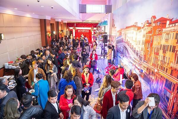 Sự kiện quy tụ đông đảo đại lý phân phối uy tín và đông đảo khách mời dù diễn ra vào dịp nghỉ lễ.