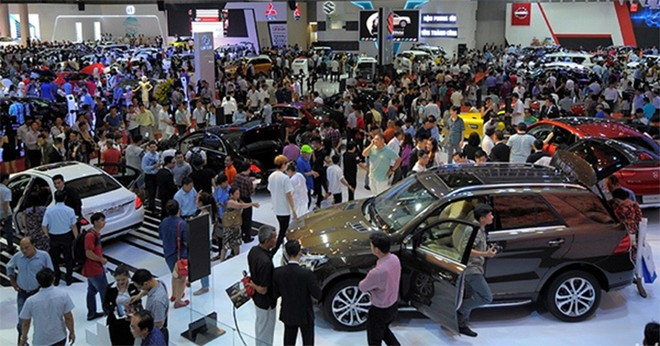 Cuối năm ô tô giảm giá 'bất thường', khách hàng hưởng lợi