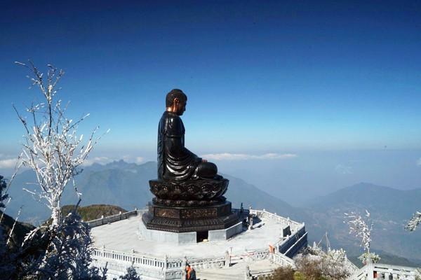Đại tượng Phật A Di Đà trên đỉnh Fansipan
