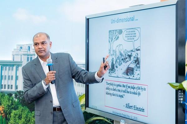 GS Rohit Verma chia sẻ: Ở VinUni, chúng tôi không chỉ giảng dạy sinh viên mà còn nghiên cứu, kiến tạo thức mới và là nơi lý tưởng cho việc học tập, nghiên cứu, đổi mới, phát triển