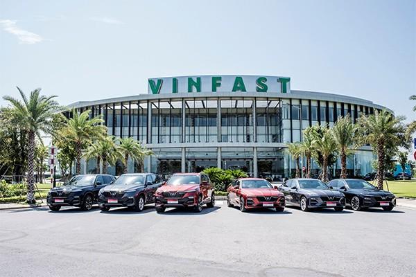 Sau chưa đầy 6 tháng có mặt trên thị trường, 3 dòng xe ô tô đầu tiên của VinFast đã nhận được hơn 17.000 đơn đặt cọc mua hàng.