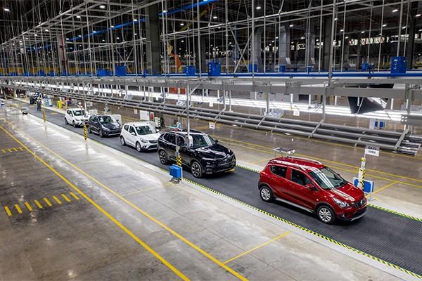 Nhà máy VinFast đã sản xuất được hơn 15.000 ô tô và 45.000 xe máy điện.