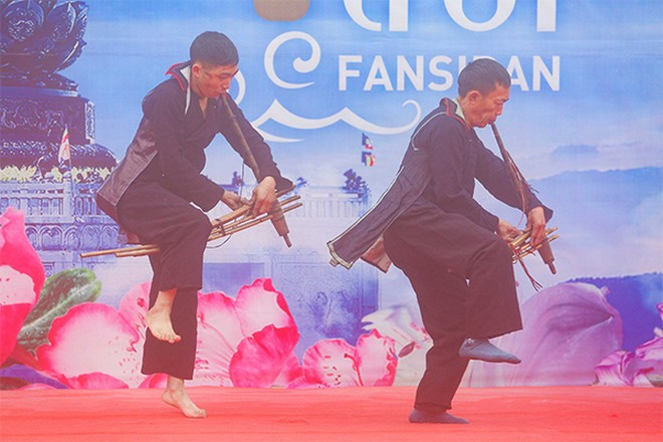 Những nghệ nhân múa khèn tài hoa nhất Sa Pa, Lai Châu, Yên Bái, Hà Giang tụ hội về đây tranh tài trong Lễ hội khèn hoa Fansipan 2020.