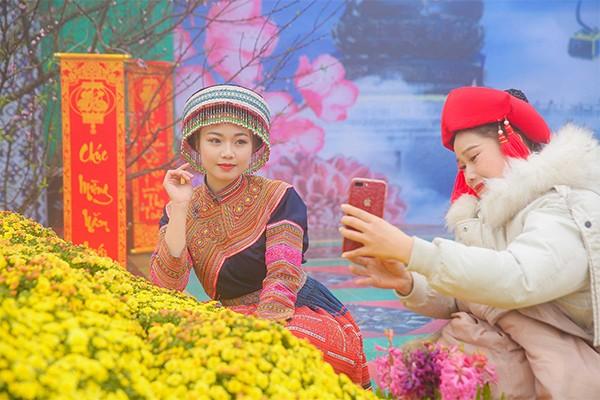 Hương xuân rực rỡ sắc hoa xen lẫn làn sương mở ảo tràn ngập Sun World Fansipan Legend trong ngày đầu khai hội