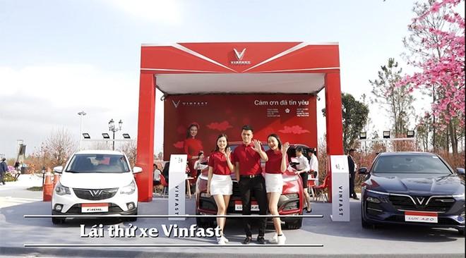 """Trải nghiệm lái thử xe VinFast - """"Năm mới tăng tốc, rước lộc về nhà"""" dành cho những du khách yêu công nghệ và muốn thử thách bản thân."""