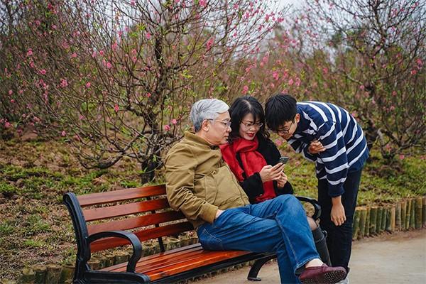 """""""Đảo hoa đào"""" trở thành không gian du xuân lý tưởng cho nhiều gia đình trong dịp Tết Canh Tý vừa qua"""