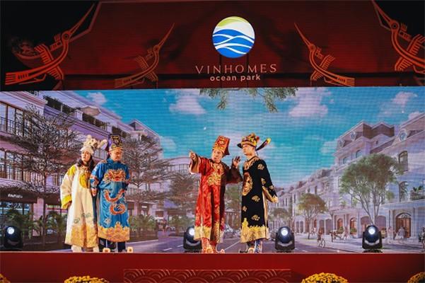"""Show diễn """"Táo Vinhomes"""" quy tụ các gương mặt nghệ sĩ đình đám đã đem đến những giây phút thư giãn đáng nhớ cho khách tham quan."""