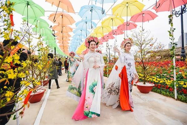 """Những kỷ lục """"gây choáng"""" trong Lễ hội hoa xuân lớn nhất Việt Nam"""