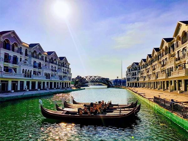 Không cần phải đến tận nước Ý xa xôi, ngay từ tháng 3/2020, các gia đình đã có thể ngồi thuyền gondola du ngoạn trên dòng sông Venice thơ mộng tại Grand World Phú Quốc (Ảnh thực tế tại công trường tháng 2/2020)