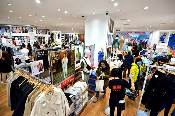 Uniqlo hé lộ thông tin từng ngày khiến nhiều khách hàng háo hức khám phá ngay cửa hàng đầu tiên ở Hà Nội