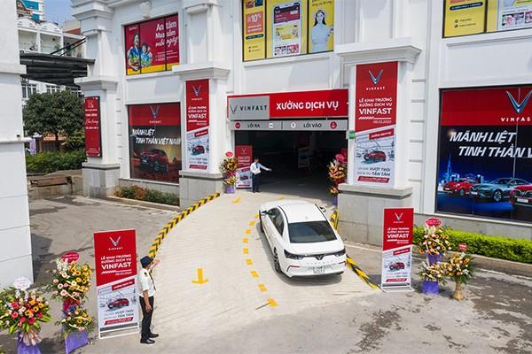 18 xưởng dịch vụ mới khai trương đều nằm trong các Trung tâm thương mại Vincom, giúp khách hàng thuận tiện trong việc kết hợp các nhu cầu mua sắm, vui chơi khi đi bảo dưỡng, sửa chữa xe.