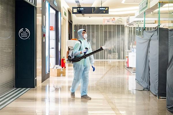 Các TTTM Vincom được phun khử trùng toàn bộ ngay từ đêm 7/3 để đảm bảo không gian an toàn cho khách hàng