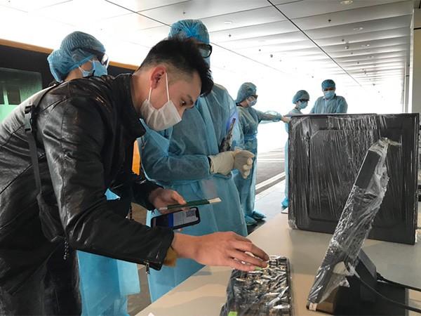 Tất cả hành khách khi xuống máy bay phải tiến hành khai báo y tế bắt buộc