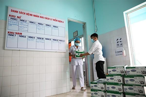 Các sản phẩm như sữa tươi, sữa chua uống, nước cam… sẽ được Vinamilk hỗ trợ liên tiếp trong 2 tháng để giúp các y, bác sĩ, nhân viên y tế tăng cường đề kháng
