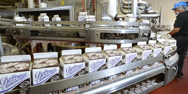 Nhà máy sữa tại Mỹ của Vinamilk ủng hộ 23 nghìn lít sữa cho người dân khó khăn trong đại dịch Covid-19 ảnh 6